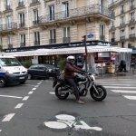Exemple de sas à vélo ... avec une moto
