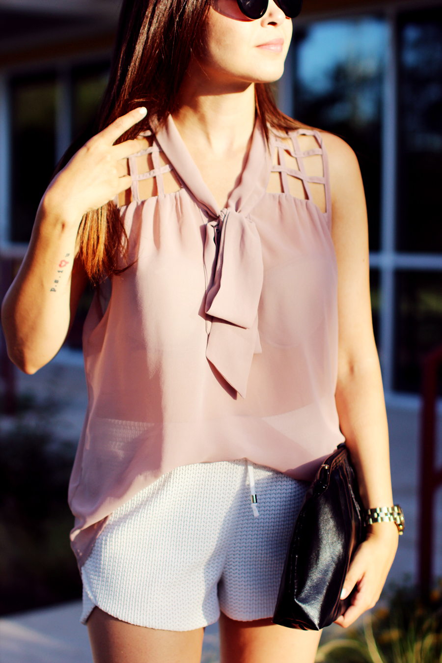 WHITE-SHORTS-ATHLETIC-NEUTRALS-GLAM-STYLIST-CLASSIC-SUMMER-STYLE-FIXIN-TO-THRILL-AUSTIN-FASHION-BLOG-TEXAS-7