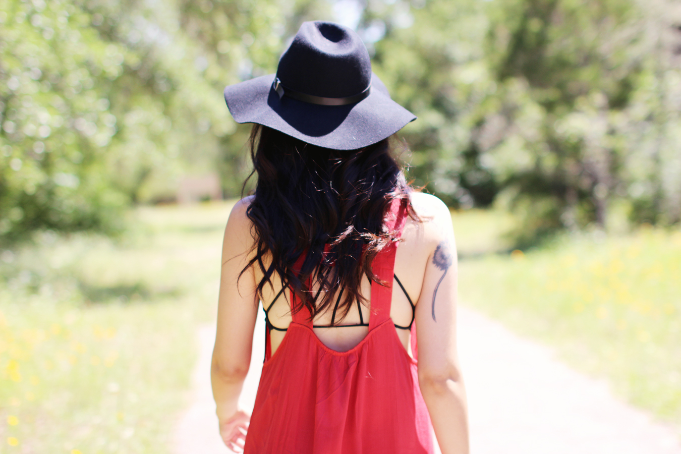 FTT-RED-PINK-SILVER-DRESS-HAT-WATER-FASHION-SHOOT-13
