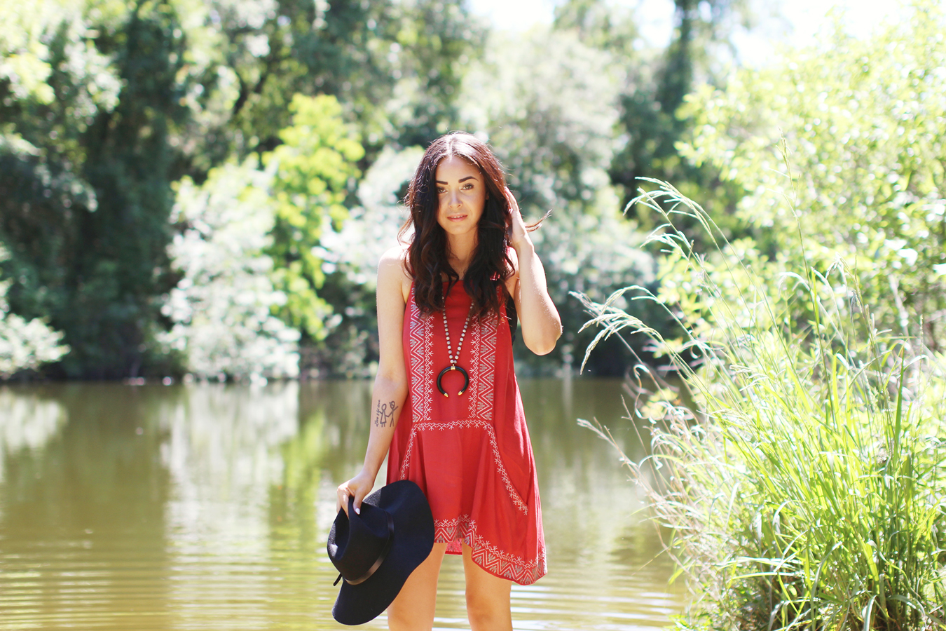FTT-RED-PINK-SILVER-DRESS-HAT-WATER-FASHION-SHOOT-7