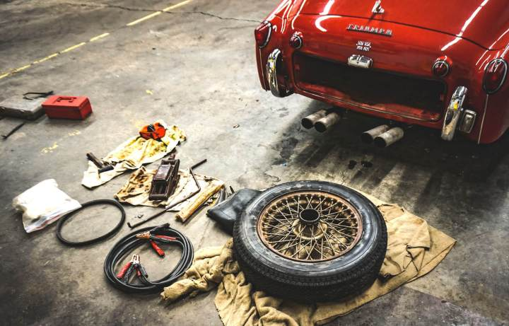 Mobile car tyre fitting