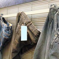 Jeans On Flat Bar Merchandiser