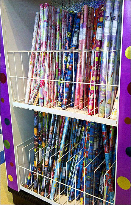 Open-Wire-Divider Dual-Level Gift Wrap Rack