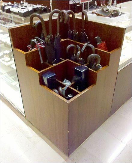 Corner Cube for Umbrellas Display