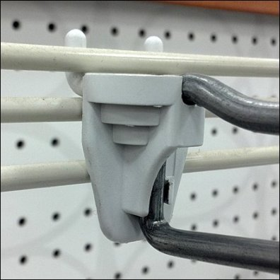 Straight Entry Hook on Slatwire CloseUp