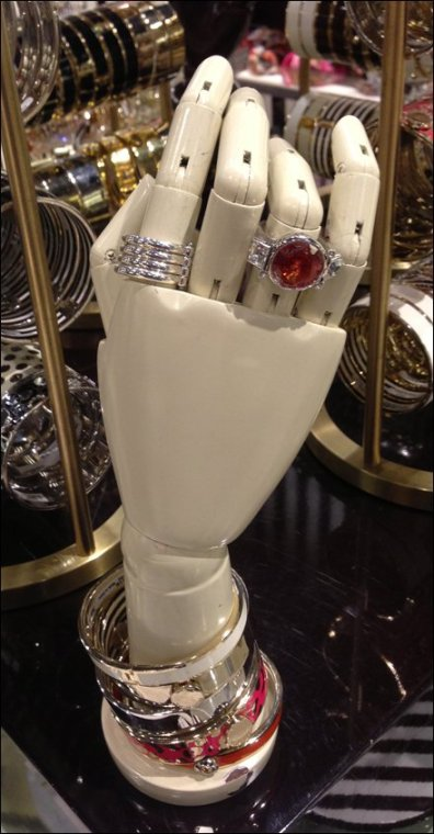Henri Bendel Plastic Hand Main