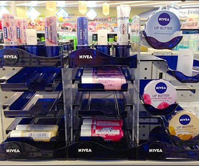 Nivea Uses and Fights Gravity