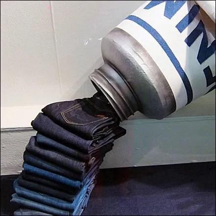Jeans Dispensed from Tube Main