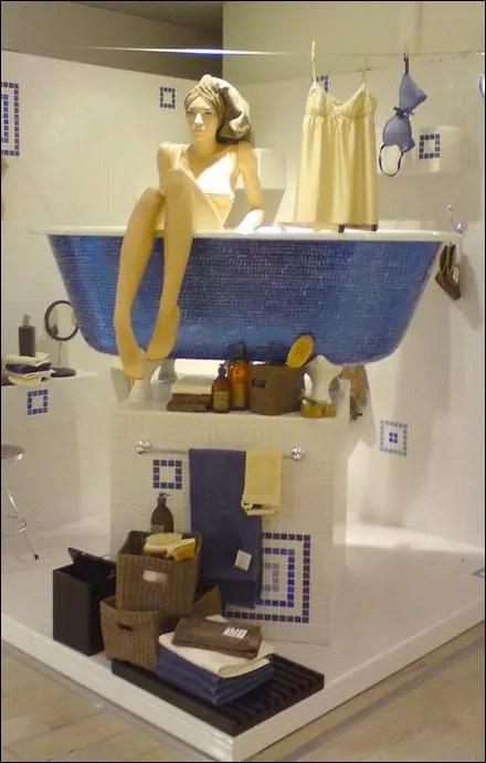 Space Saving Bath Display