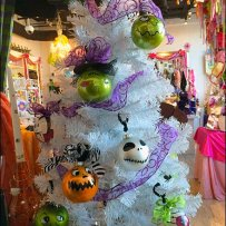 Halloween Balls Decorate Tree Overall