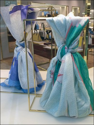 Gucci Scarf Tie Cubes Aux