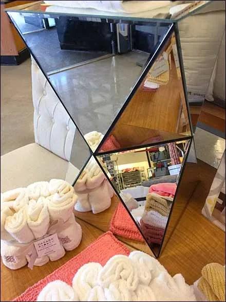 18 Mirror Pedestal Attention Compeller Main