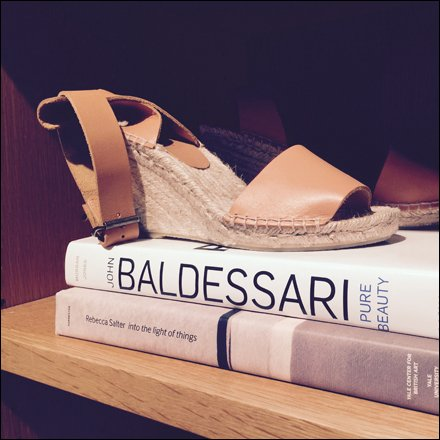 Sandals for Well-Read Girls Aux