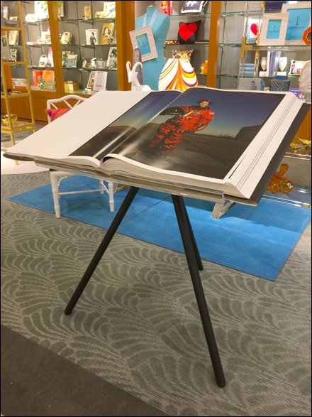 Elephant Folio Tripod Display