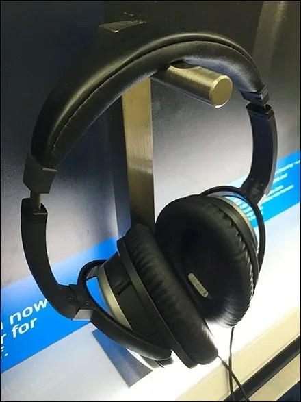 Bose Headphone Display Backlit Closeup
