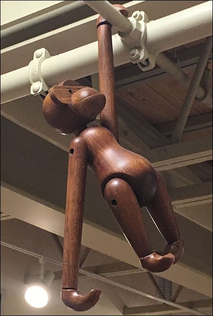 Dane Decor Monkey Hanging 3