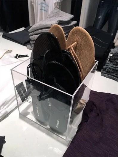 Sandal Cube Acrylic Table-Top Display Aux