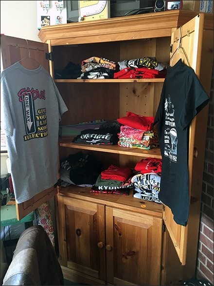 Skydiver T-Shirt Merchandising Cabinet Main