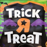 toys-r-us-trick-r-treat-branded-entry-sign-feature