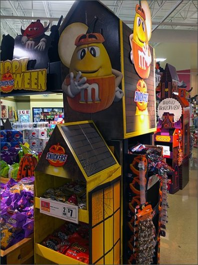 halloween-branded-candey-display-2