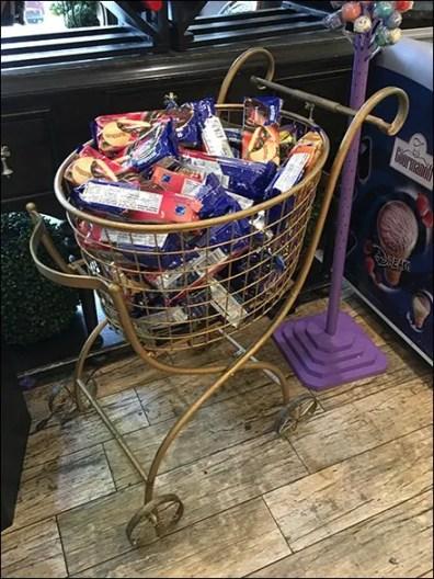 ornate-shopping-cart-as-bulk-bin-2