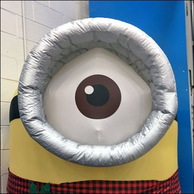 giant-minion-inflatable-feature