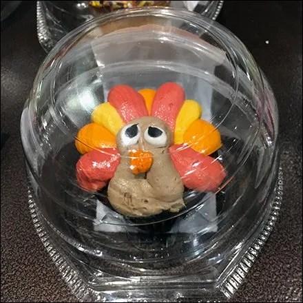 thanksgiving-turkey-cupcake-bell-jar-feature
