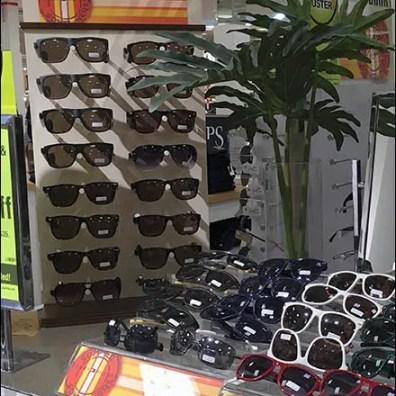 tommy-hilfiger-summer-somewhere-sunglass-display-2