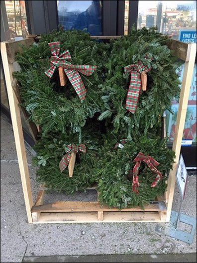 1x6 Half-Size Christmas Wreath Merchandising