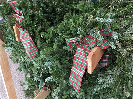 1x6 Half-Size Christmas Wreath Faceout Merchandising