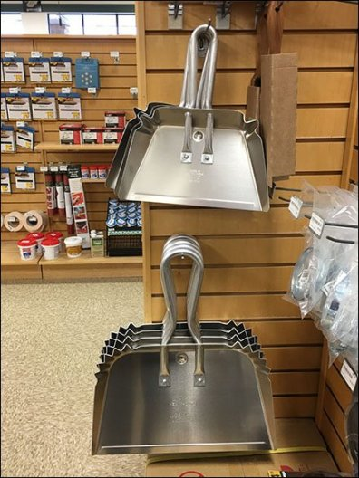 Professional Dust Pan Wood Slatwall Display Hook