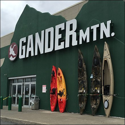 Gander Outdoors Retail Fixtures - Vertical Outdoor Kayak Display With Anti-Theft
