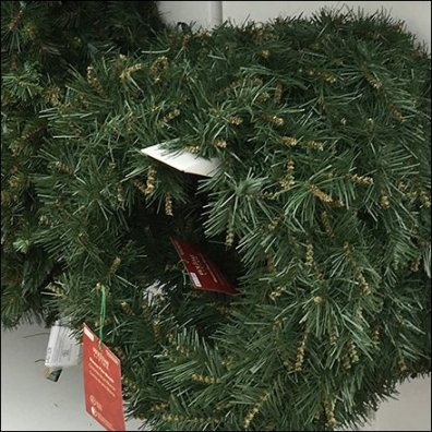 Christmas Wreath Corrugated Faceout Feature1