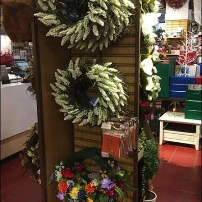 Christmas Wreath Mobile Slatwire Display