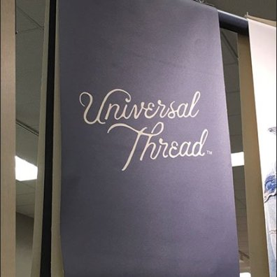 Universal Thread Triangular Hangrail Display