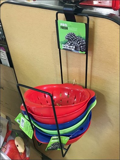 Side-Saddle Rack Serves Up Mini Colanders