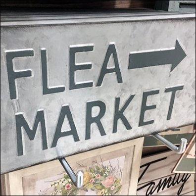 Flea Market This Way Directional Sign