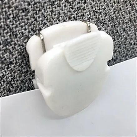 Jackson Hewitt Office Divider Pin-Up Grip Clip Feature