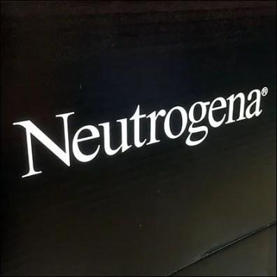 Neutrogena Rainbath Bath Gel Pallet Display Logo