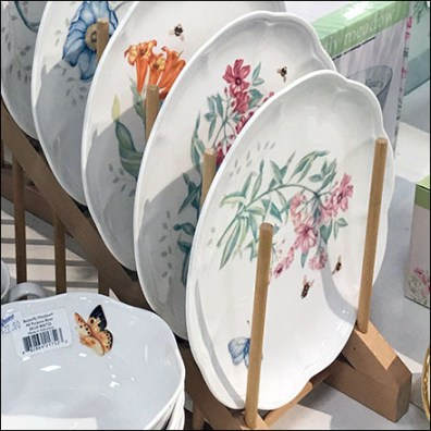 Lenox Dish-Displayer Endless Cascade