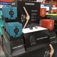 Samsung Galaxy Wristwatch Pallet Display