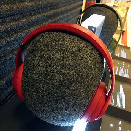 Beats Headphone Textured-Head-Form