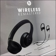Beats Wireless-Remastered Headphone Display