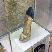 Good Girl High-Heel Museum Case Details
