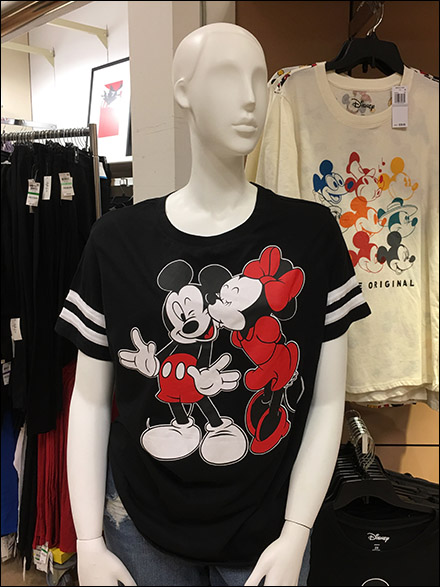 Macys Mickey and Minnie-Mouse Mannequin Kiss