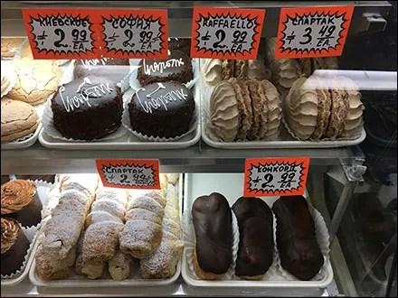 Oversize Pastry Tray Merchandising Offerings