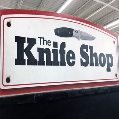 Knife-Shop Vertical Museum Case