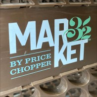 Market 32 Shopping Cart Branding Concept