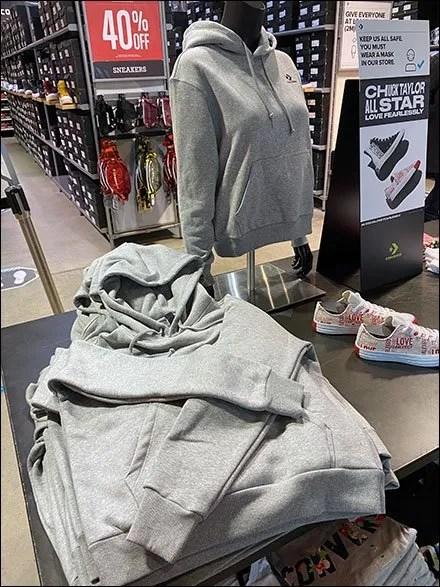 Converse Casual Cross-Arm Hoodie-Fold
