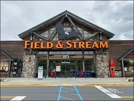 Field-&-Stream Retail Outfitting - Field-&-Stream Imposing Entry Branding